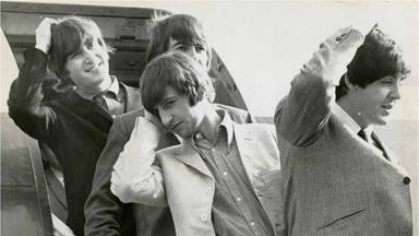 """Steve Hackett (ex-Genesis) explica por qué The Beatles triunfaron sin """"técnica, velocidad ni virtuosismo"""""""