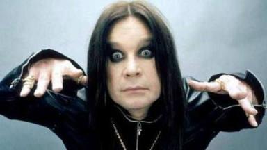Cuando Ozzy Osbourne estaba sediento de sangre y arrancó, de un limpio bacado, la cabeza a un murciélago