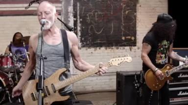 Mira a Slash (Guns N' Roses) y Phil Collen (Def Leppard) versionando este clásico de Jimi Hendrix