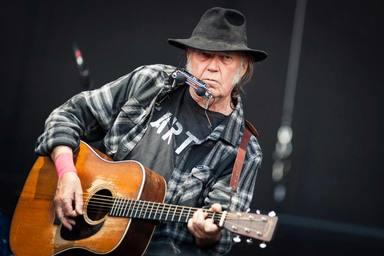 La inesperada acción de Neil Young que sale en defensa de sus derechos, y demanda a Donald Trump