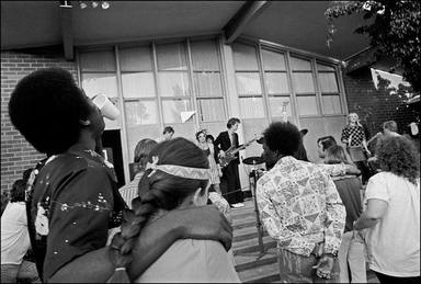 The Cramps tocando en un hospital psiquiátrico de California