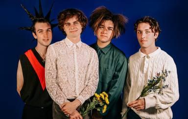 Así suena la banda del hijo de Billie Joe Armstrong (Green Day), Ultra Q
