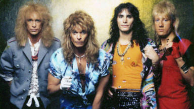 """Cómo Billy Sheehan se """"conformó"""" con David Lee Roth mientras esperaba para tocar en Van Halen"""