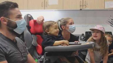 Lars Ulrich (Metallica) sorprende a un niño de dos años enfermo de cáncer con una visita virtual