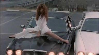 """Así se convirtió Tawny Kitaen en la estrella del videoclip de """"Here I Go Again"""""""