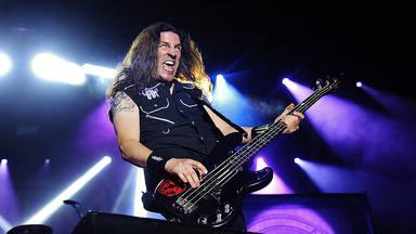 """La dramática historia del asesinato del hermano del bajista de Anthrax: """"Fui a buscar al que lo mató"""""""