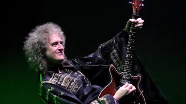 """Brian May (Queen) y la increíble """"fórmula"""" de su guitarra """"Red Special"""": """"Era imposible comprarme una Fender"""""""