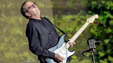 """Eric Clapton recibe la vacuna contra la COVID pero desearía """"no haberse acercado a la aguja"""""""