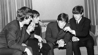 """Paul McCartney desvela cómo Bob Dylan le dio a The Beatles su primer porro: """"El techo se mueve hacia abajo"""""""
