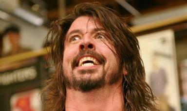 """Dave Grohl,""""fumado"""" en el Rock and Roll Hall of Fame: """"Me eché un porro con Joan Jett y Miley Cyrus"""""""