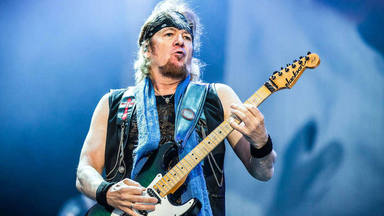 Adrian Smith (Iron Maiden) describe la inusual manera en la que conoció a su rockero favorito