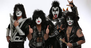 Además de su película, Kiss tendrá su propio documental: 'Biography: Kisstory'