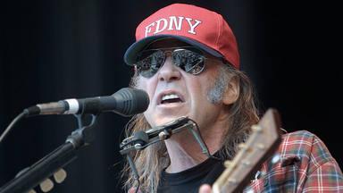 """Neil Young cree que hay peligro en el regreso de los directos: """"Los responsables de los contagios son los pro"""