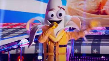 """¿Qué hace Bret Michaels (Poison) cantando """"Knockin' On Heaven's Door"""" disfrazado de plátano?"""