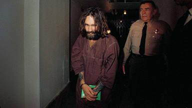¿Por qué Guns N' Roses grabó una versión de un asesino como Charles Manson?