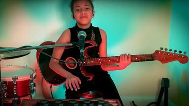 """Nandi Bushell consigue la aprobación de Pixies con su versión de """"Where Is My Mind"""""""