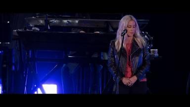 Así suena el impactante homenaje musical de Alanis Morissette a Chester Bennington (Linkin Park)