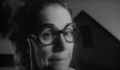 """¿Qué ha sido de la actriz que hizo de madre en el videoclip de """"Hot For Teacher"""" (Van Halen)?"""