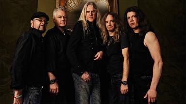 """La versión de heavy metal más brillante del """"Paint It Black"""" de The Rolling Stones corre a cargo de Saxon"""