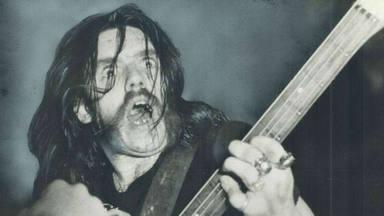 """¿Cómo suena """"Ace of Spades"""" de Motörhead tocaba en un estilófono?"""