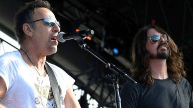 Dave Grohl (Foo Fighters) le confiesa a Bruce Springsteen el verdadero motivo por el que se hizo músico