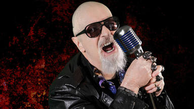 """Rob Halford confiesa que es """"incapaz"""" de escuchar los discos de Judas Priest en los que él no canta"""