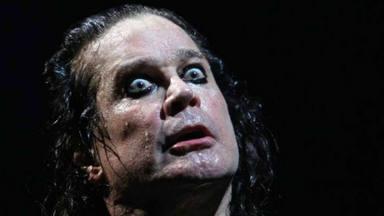 Ozzy Osbourne, su fría infancia y la tarta con la que drogó a un amigo sin querer