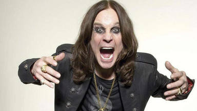 "Ozzy Osbourne se ""baña"" en metal precioso gracias a ""Crazy Train"" y ""Mr. Crowley"""