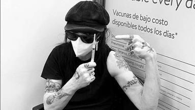 Mick Mars (Mötley Crüe) recibe la primera dosis de la vacuna contra la COVID-19