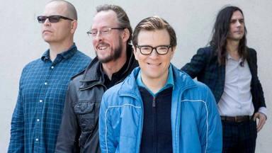 """Weezer saca su lado más heavy para la versión del """"Enter Sandman"""" de Metallica"""