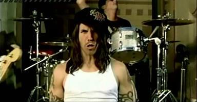 Fotograma del ultimo video de los Red Hot Chilli Peppers, Hump de Bump