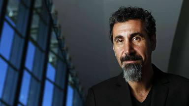 Serj Tankian (System of a Down) vuelve a cantar para ayudar en el gran conflicto que el mundo entero ingora