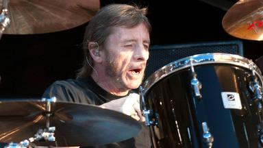 ¿Cómo es la casa de Phil Rudd, batería de AC/DC?