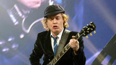 Angus Young (AC/DC) desvela un curioso ritual para superar su miedo escénico