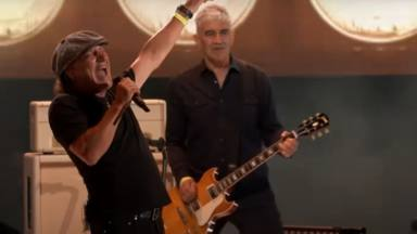 VÍDEO: Disfruta del glorioso regreso de Brian Johnson (AC/DC) a los escenarios tras su pérdida de oído en 2016