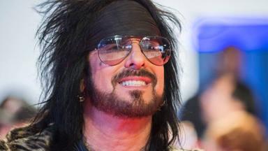 """El esperanzador mensaje de Nikki Sixx (Mötley Crüe) tras 20 años sobrio: """"Te mantienes día a día"""""""