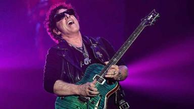 Este es el desorbitado precio de las guitarras de Neal Schon