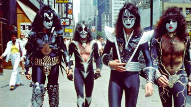 "El veto de Kiss a Van Halen: les sabotearon para ""mantener a raya"" a Gene Simmons"