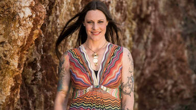 """Floor Jansen (Nightwish), recuperándose tras una cirugía de urgencia: """"Necesitaré unas semanas"""""""