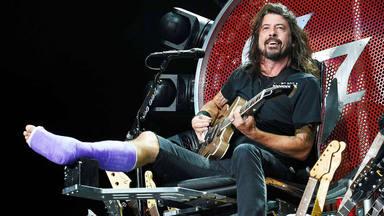 """El genial detalle de agradecimiento de Axl Rose con Dave Grohl por """"dejarle su trono"""""""