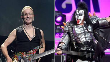 """La insólita fotografía del guitarrista de Def Leppard con el mítico traje """"Demon"""" de Gene Simmons (Kiss)"""