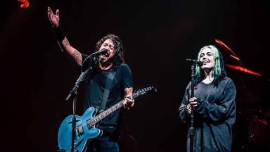 Dave Grohl se une a su hija Violet para versionar a esta emblemática banda de punk
