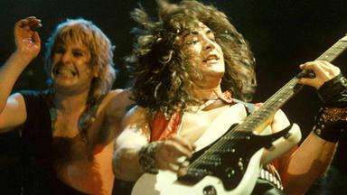 """Jake E. Lee, ex-guitarrista de Ozzy Osbourne, desvela los """"trapos sucios"""" del cantante y su esposa, Sharon"""