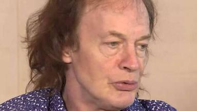 """Angus Young (AC/DC) y la inoportuna llamada de Eddie Van Halen: """"¿Eddie... quién narices?"""""""