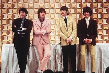 Dos canciones de The Beatles escritas a mano salen a subasta