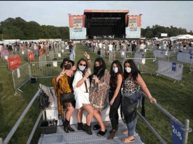 Así son ahora los conciertos al aire libre de Inglaterra tras la llegada del coronavirus