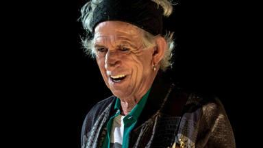 """El espectacular vídeo de Keith Richard (The Rolling Stones) """"echándose un piti"""" mientras toca el blues"""