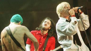 """¿Se arrepienten Red Hot Chili Peppers de haber tocado """"Fire"""" mientras Woodstock '99 ardía en llamas?"""
