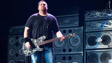 Wolfgang Van Halen critica el uso de pistas de acompañamiento