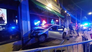 """Le echaron de un concierto y decidió estampar su coche contra el recinto: """"El tío está reventado"""""""